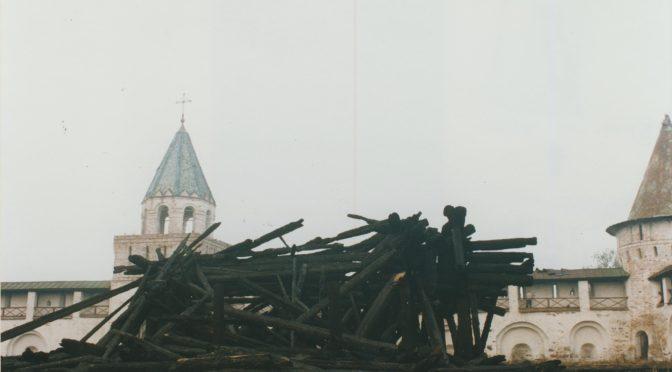 Угли от сгоревшей церкви Преображения